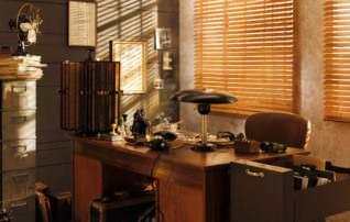 Jalousien aus Holz zur Beschattung eines Büros