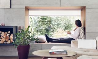 Nische mit Fensterrollos