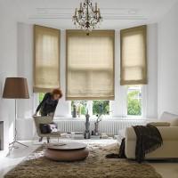 Fensternische mit Raffrollos