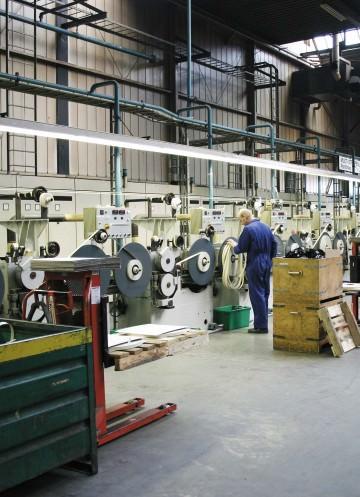 2000: Lux Produktion