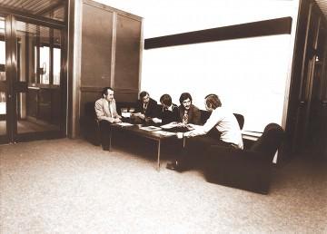 1977: Besprechung